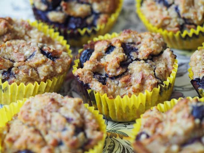 almond-berry-muffins